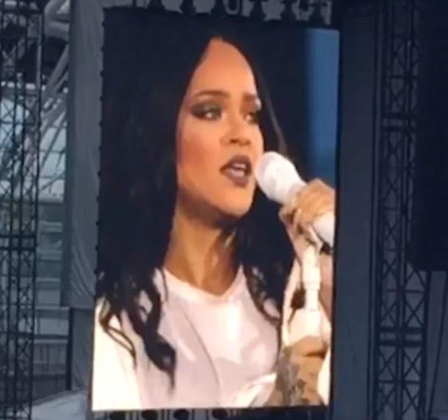 Mostrando o apoio: Sua aparência emocional não passou despercebido entre seus fãs leais