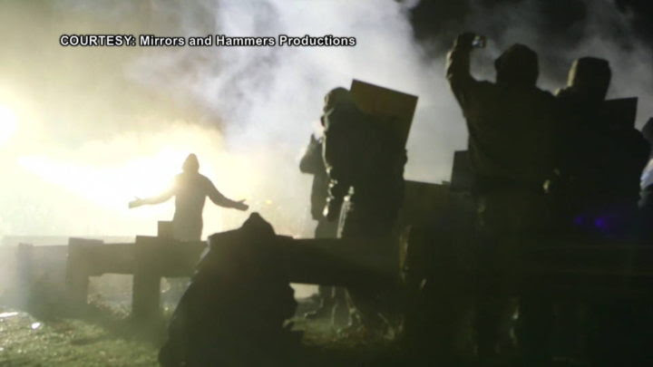 Standing Rock: oltre cento feriti dopo un attacco della polizia con idranti, pallottole di gomma e lacrimogeni