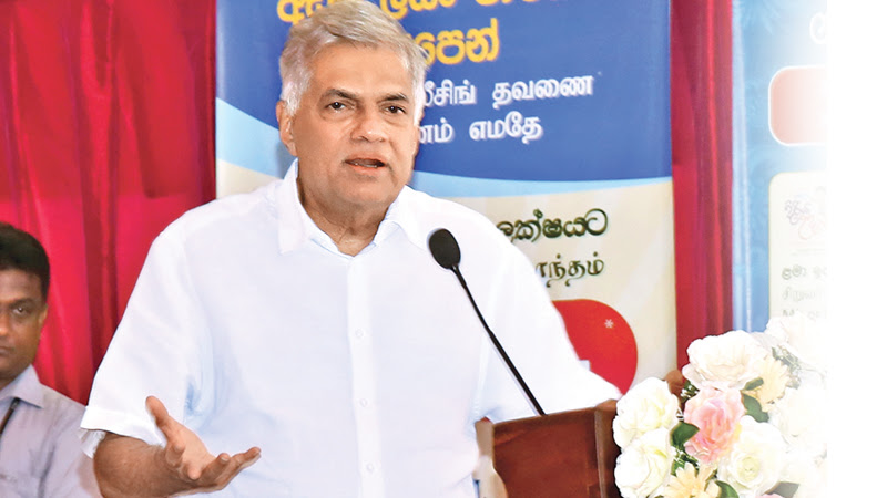 Prime Minister Ranil Wickemesinghe addressing the gathering at Kelebokka, Panwila yesterday.