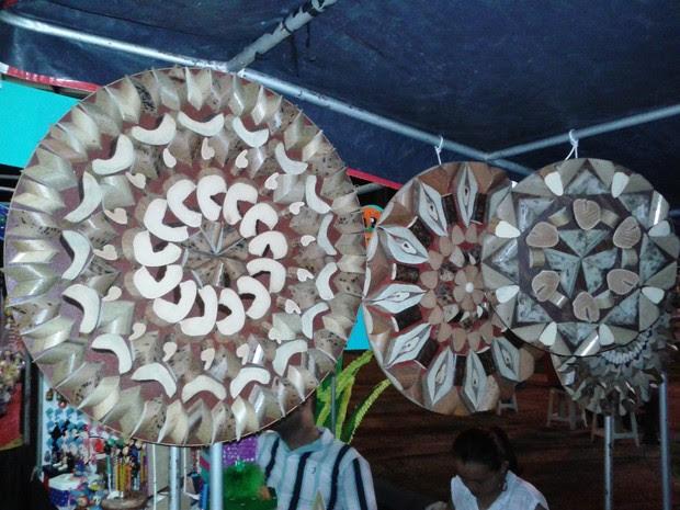 Artesanatos têm como obra-prima o buriti (Foto: Neidiana Oliveira/G1)