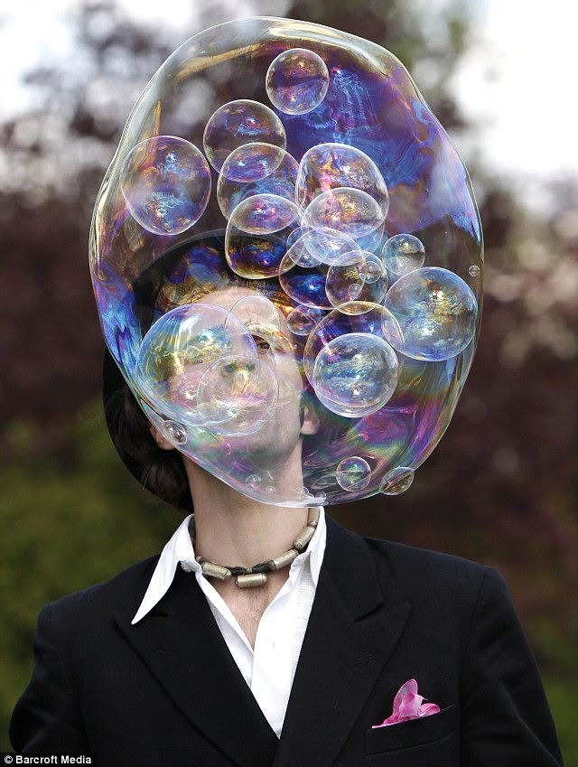 Pop: Samsam Bubbleman is the world record holder for the most bubbles in a bubble - 56