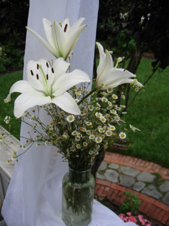 Be creative with your wedding flowers and centerpieces