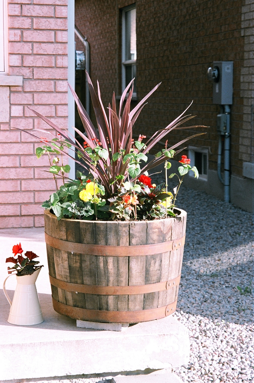 Wine Barrel Garden Ideas Homsgarden
