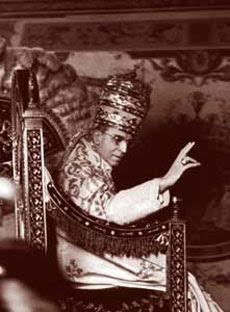 Eugenio Pacelli, nato a Roma il 2 marzo 1876, eletto Papa il 2 marzo del 1939 col nome di Pio XII, morto a Castel Gandolfo il 9 ottobre 1958