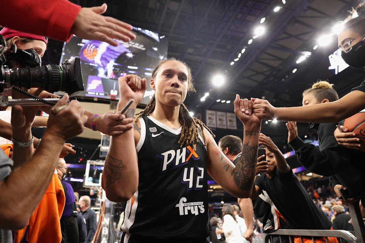 Mercury grind out Game 2 win in OT to even WNBA Finals, 1-1, heading to Chicago
