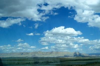 アメリカの遠さが分からないほど大きい山の写真