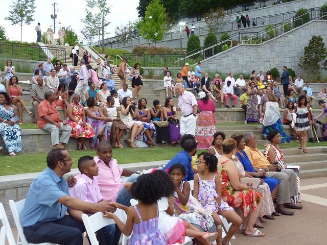 P1090094-2012-06-09-Erin-Craig-Kennedy-wedding-crowd-gathers