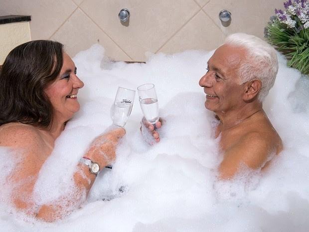 Idade dos casais varia entre 55 e 85 anos (Foto: Chico Batata/Agecom)