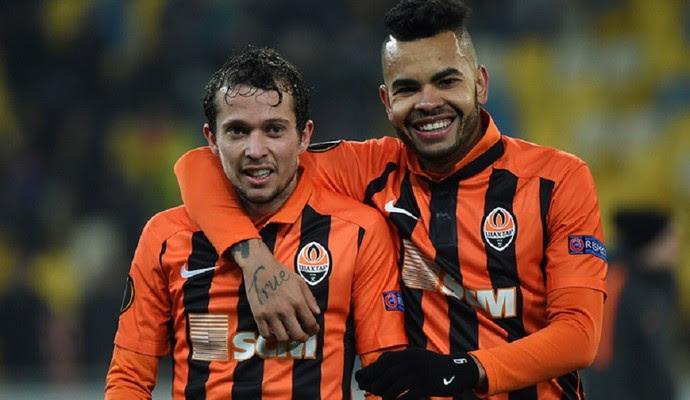 Bernard e Dentinho comemoram gol do Shakhtar (Foto: Divulgação/Shakhtar Donetsk)