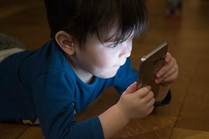Назван способ ограничить сидение ребенка за гаджетами без скандала