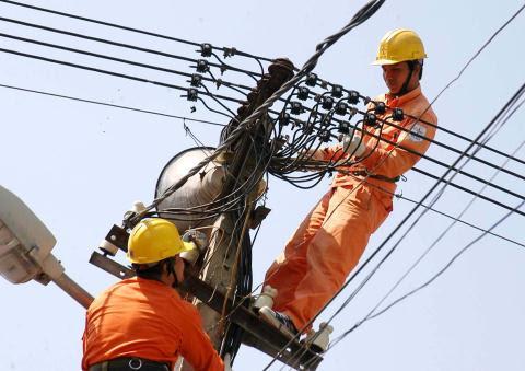 Việt Nam đang mua điện của Trung Quốc với giá cao cả ở thời điểm nguồn cung cấp trong nước dồi dào