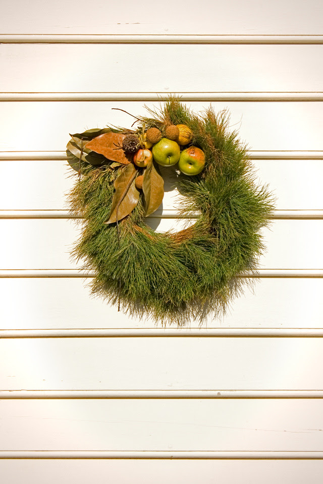 Christmas wreath at Colonial Williamsburg via foobella.blogspot.com
