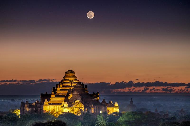 Moonrise over Dhammayan Gyi Temple, Bagan