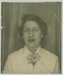 Photobooth woman with flower