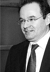 Γιώργος  Παπακωνσταντίνου.  Το προσχέδιο νόμου του  υπουργού Οικονομικών  προβλέπει κατά  προτεραιότητα  φορολογικό έλεγχο  σε επαγγελματίες που  δηλώνουν χαμηλά  εισοδήματα