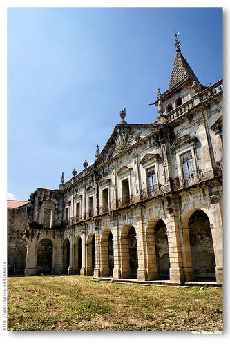 Claustro do Mosteiro de Pombeiro by VRfoto