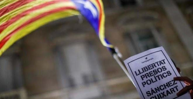 Protestas en Catalunya por el encarcelamiento de los líderes de ANC y ÒmniuM.   REUTERS