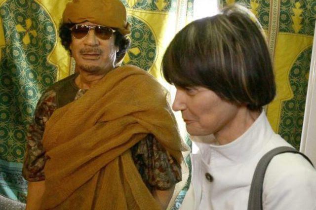 Schwierige Verhandlungen: Bundesrätin Calmy-Rey trifft vor der Freilassung Max Göldis im Juni 2010 Muammar al-Ghadhafi.