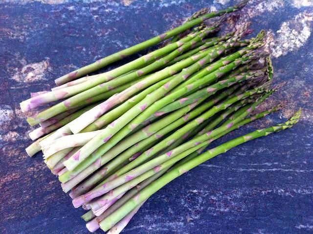 1/2 lb Fresh Asparagus