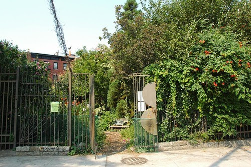 Brooklyn Bear's Garden, Flatbush Avenue entrance