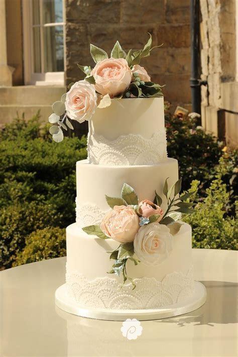 17 Best ideas about Fake Wedding Cakes on Pinterest