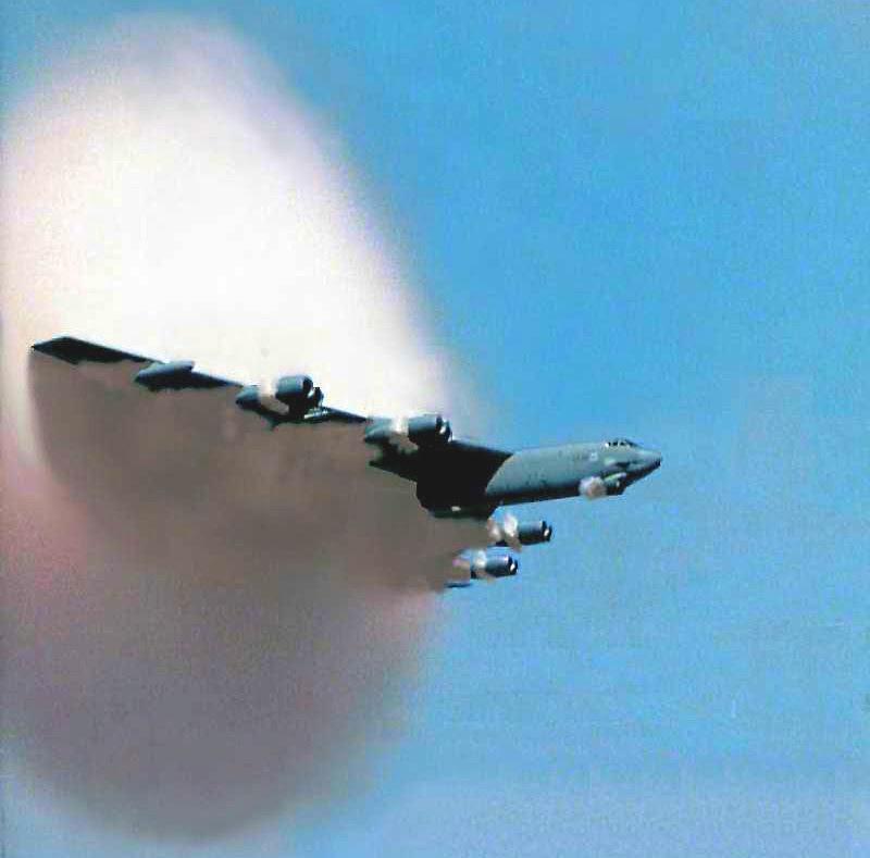 B-52 Stratofortress - Condensação de humidade