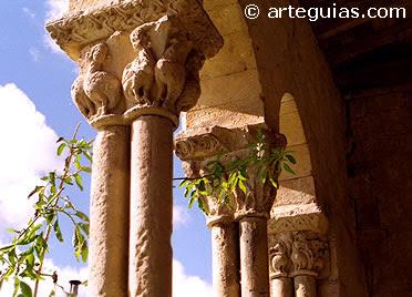Galería porticada de la iglesia de Sotosalbos. En las proximidades de Turégano. Segovia