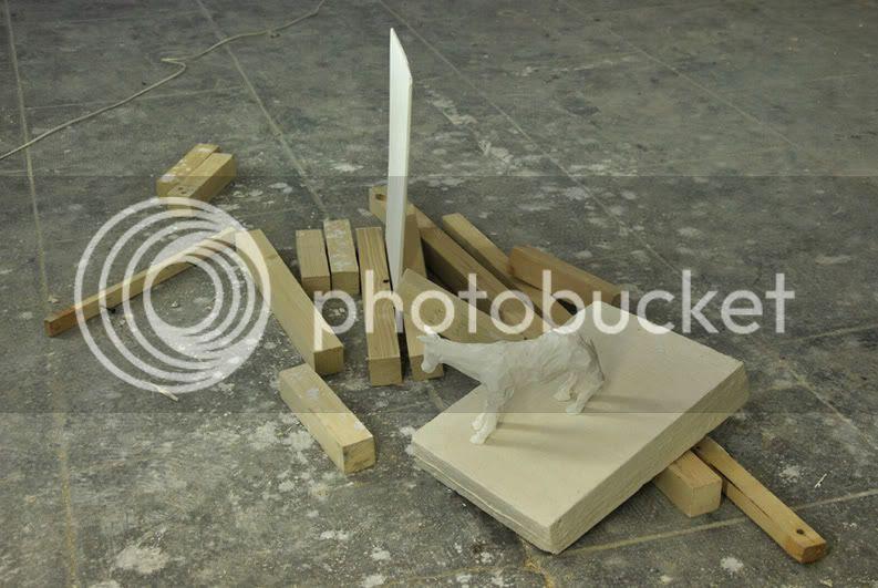 L'equestre, installation phmre jeu de composition avec des lements d'atellier pierre guilhem