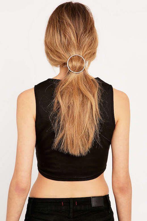 Le Fashion Blog 15 Ways To Wear Round Circle Hair Clip Pin Accessory Hairstyle Messy Ponytail Crop Top Kaarklemme Via Urban Outfitters