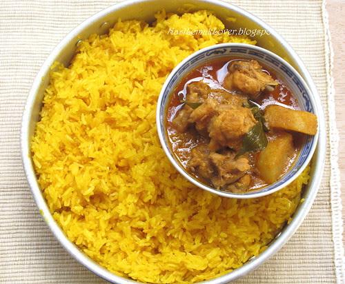 Mamak chicken curry with yellow glutinous rice