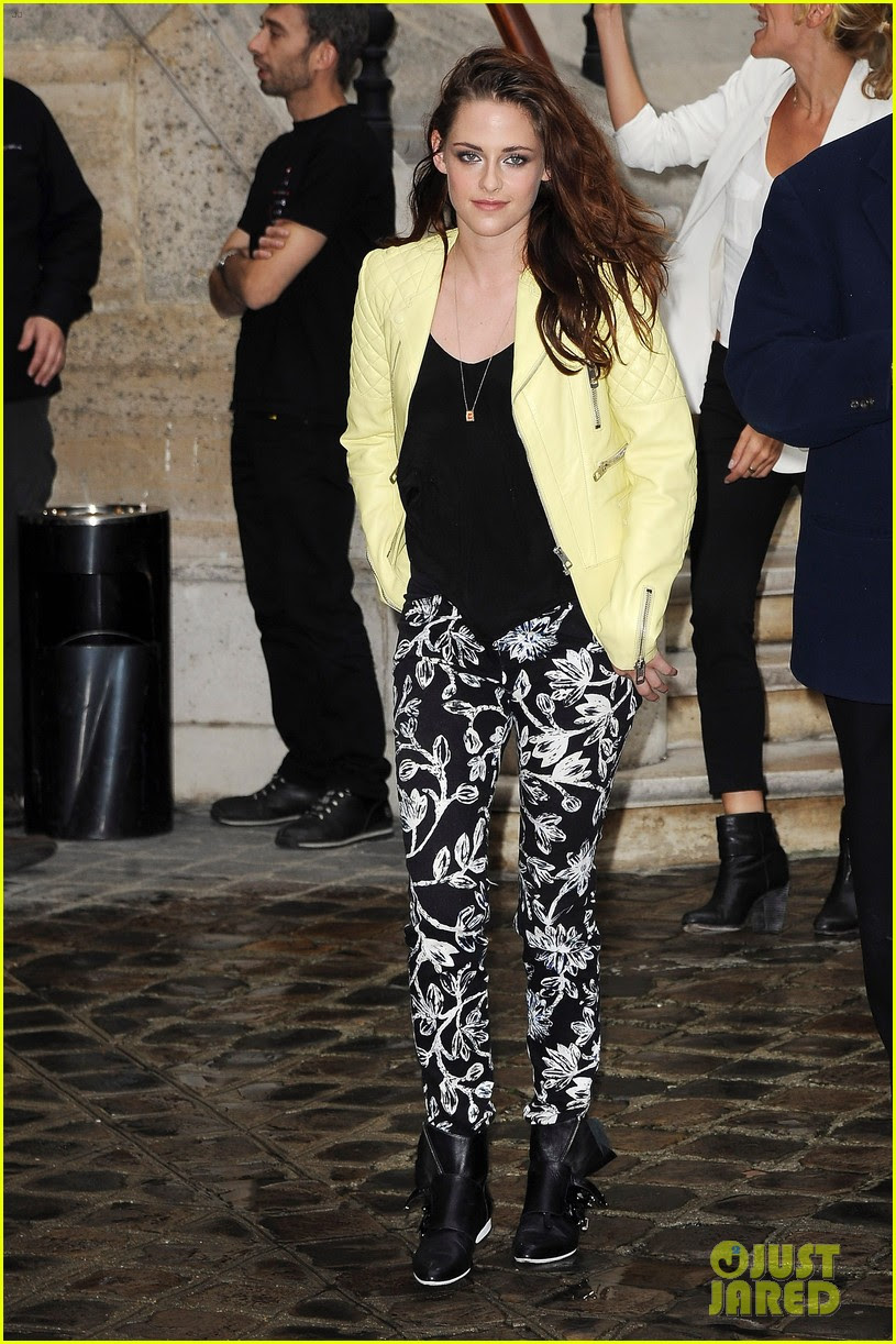 kristen stewart balenciaga paris fashion week show 05