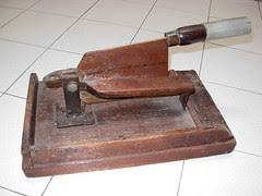 Chinese medicine cutter (1)
