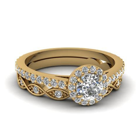 Round Cut Diamond Wedding Ring Sets In 14K Yellow Gold