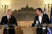 Putin mit dem Griechen Tsipras. (Bild: Orestis Panagioutou / EPA)