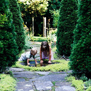 2 kids planting in circle