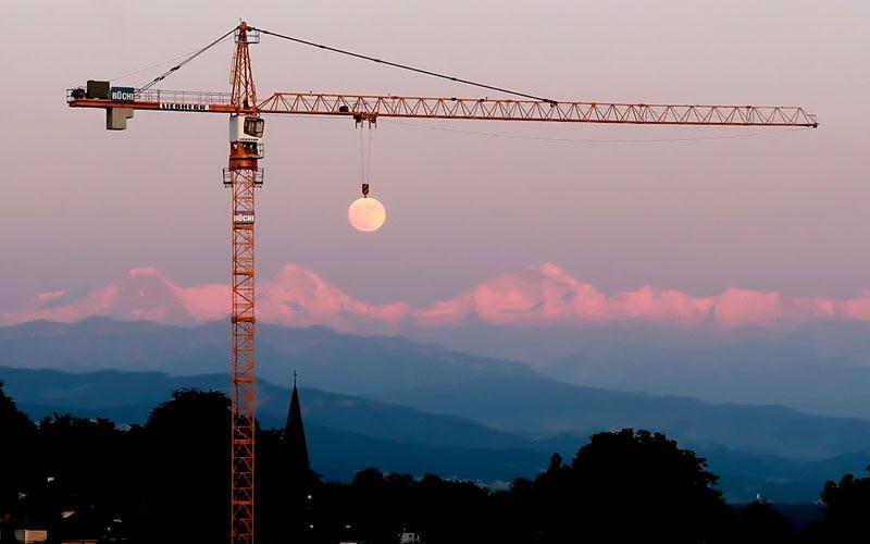 moon γερανός τέλειο συγχρονισμό