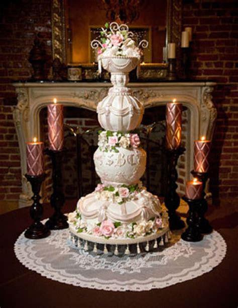 Royal Wedding Accessories: Most Unique Wedding Cakes