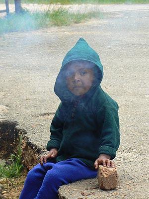 petit gars dans la fumée.jpg