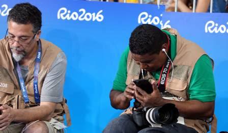 João está fotografando na Rio-2016