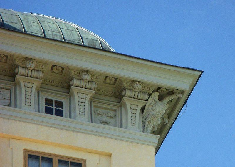 Drottningholms slott fasadutsmyckning 2011a.jpg