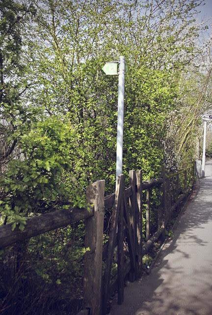 Hogsmill Valley Walk entrance on B284