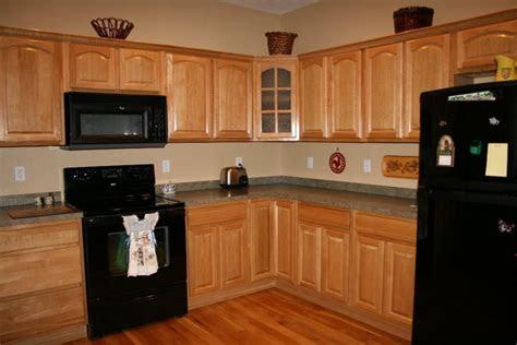 simple kitchen paint ideas  maple cabinets