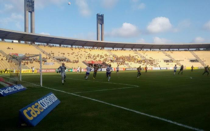Sampaio e Paraná no Castelão (Foto: Afonso Diniz / GloboEsporte.com)