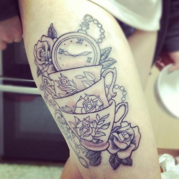 A Tattoo Of The Disney Hookah Smoking Caterpillar From Alice In Wonderland Ratta Tattoo Hd Tattoo Design Ideas