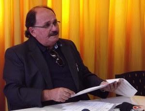 José Vanildo, presidente da FNF, apresenta documento sobre concessão da Arena das Dunas (Foto: Jocaff Souza)