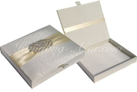 Luxury Ivory Silk Wedding Box For Invitation Cards