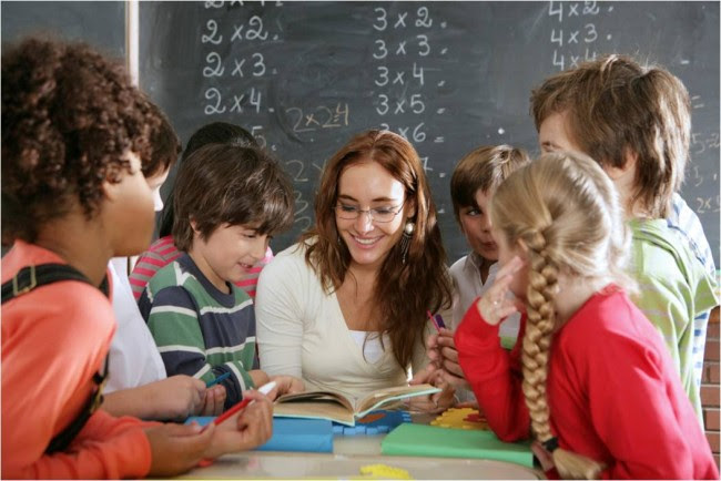 teacher_with_students