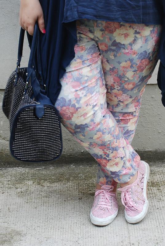 outfit blu e floreale4
