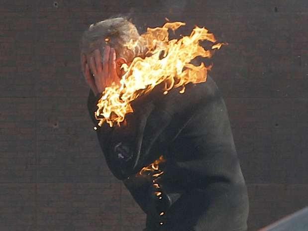 """Kiev """"pega fogo"""" nesta terça-feira. Protestos voltaram a ser violentos e novejá morreram Foto: AP"""