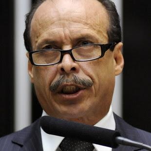 Deputado federal pelo Maranhão e delegado da Polícia Civil, o autor da PEC 37, Lourival Mendes, foi vaiado ao discursar em defesa de sua proposta, na Câmara. Foto: Reprodução / Agência Câmara